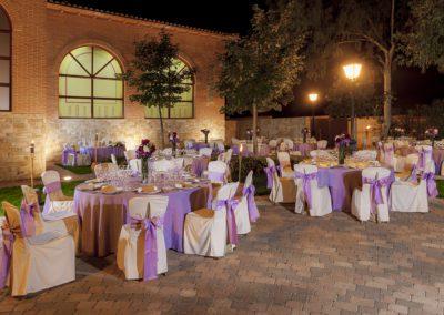 banquete-exterior-morado-noche-2